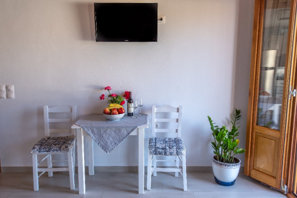 8-upstair-apartment-in-skala281CD18F-384A-6D32-2119-7E70AE3681A4.jpg